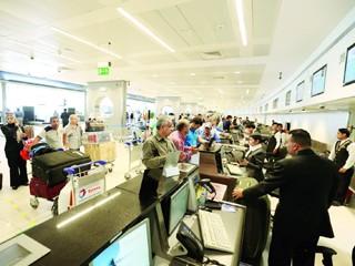 حركة المسافرين عبر مطار أبوظبي تنمو 18% خلال الصيف