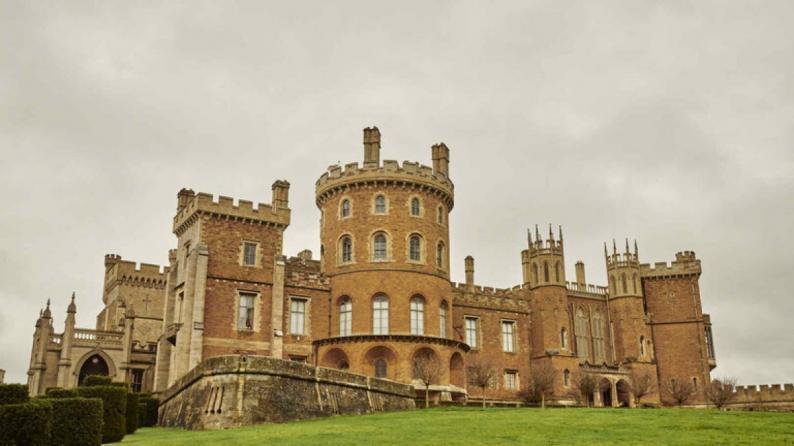 الكشف عن ممر سري لهروب الملكة تحت سجادة في قصر وندسور