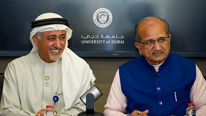 رئيس جامعة دبي يبحث التعاون العلمي مع وزير التربية في مقاطعة جوجارات الهندية