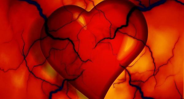 """لأول مرة العثور على تفسير… لماذا قلب النساء """"أضعف"""" من الرجال"""