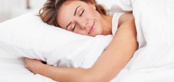 تعرف على أضرار النوم على البطن