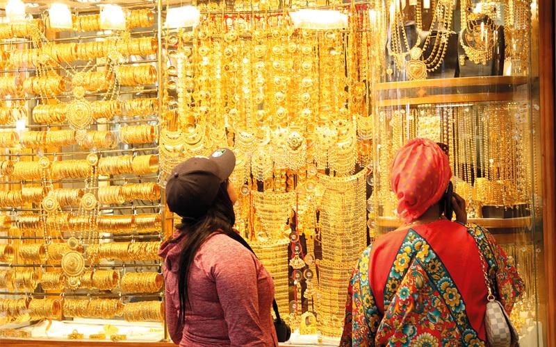 10 جنسيات تتصدر تجار الذهب في دبي.. تعرف عليها