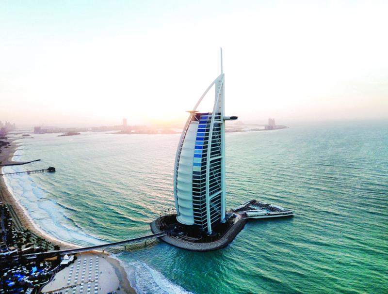 شهادات دولية دبي عاصمة السياحة والمال والتقنية