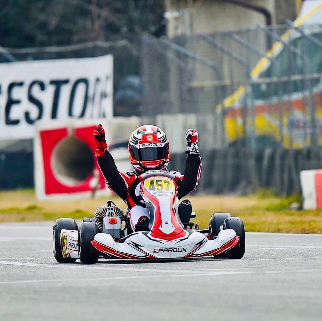 على الدرب نحو الفورمولا 1 راشد الظاهري يحقق انتصاراً كبيراً في سباق الكارتينج في إيطاليا