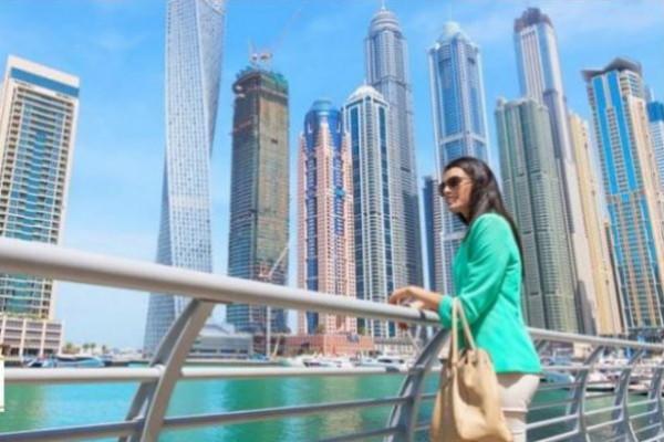 الإمارات تٌهدى الإقامة الدائمة لـ 7 نجوم عالميين