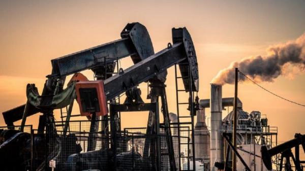 أسعار النفط تقترب من أول مكسب أسبوعي في ستة أسابيع
