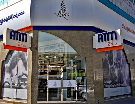 بنوك تغلق فروع مراكز التسوق.. و«المركزي» يوجهها بتزويد أجهزة الصراف الآلي