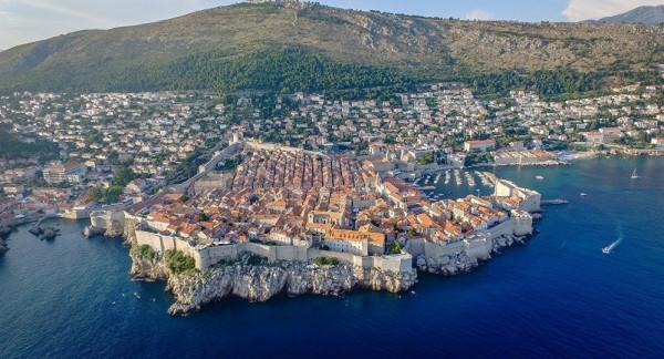 هذه الدولة الأوروبية تبيع منازلها وأراضيها للراغبين بأقل من ربع دولار