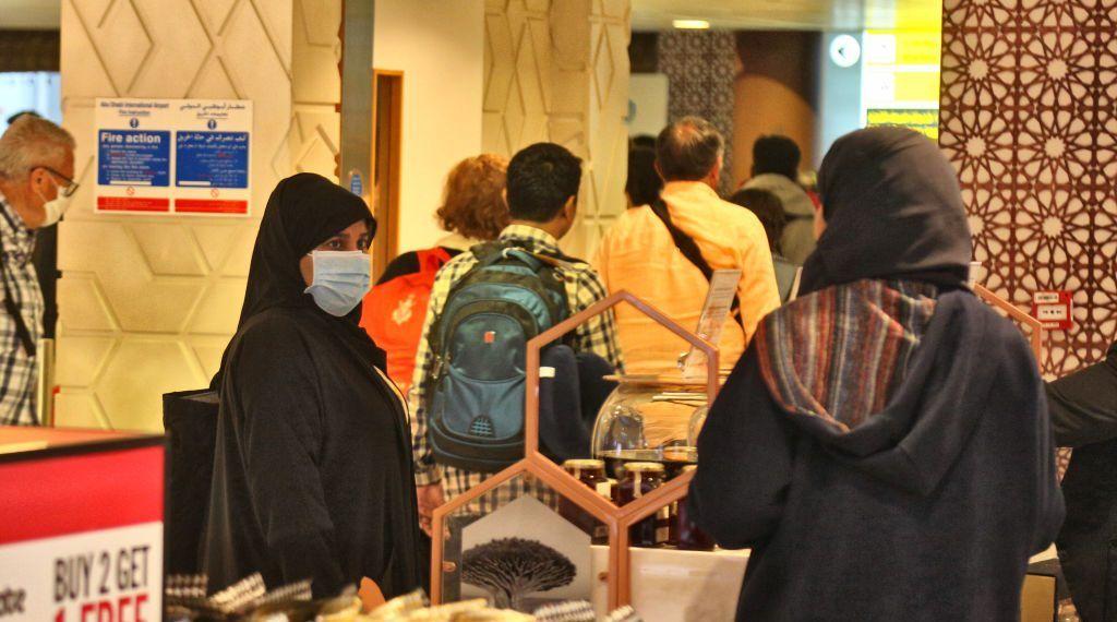 دبي تقوم بتعقيم الأماكن العامة لمنع انتشار فيروس كورونا