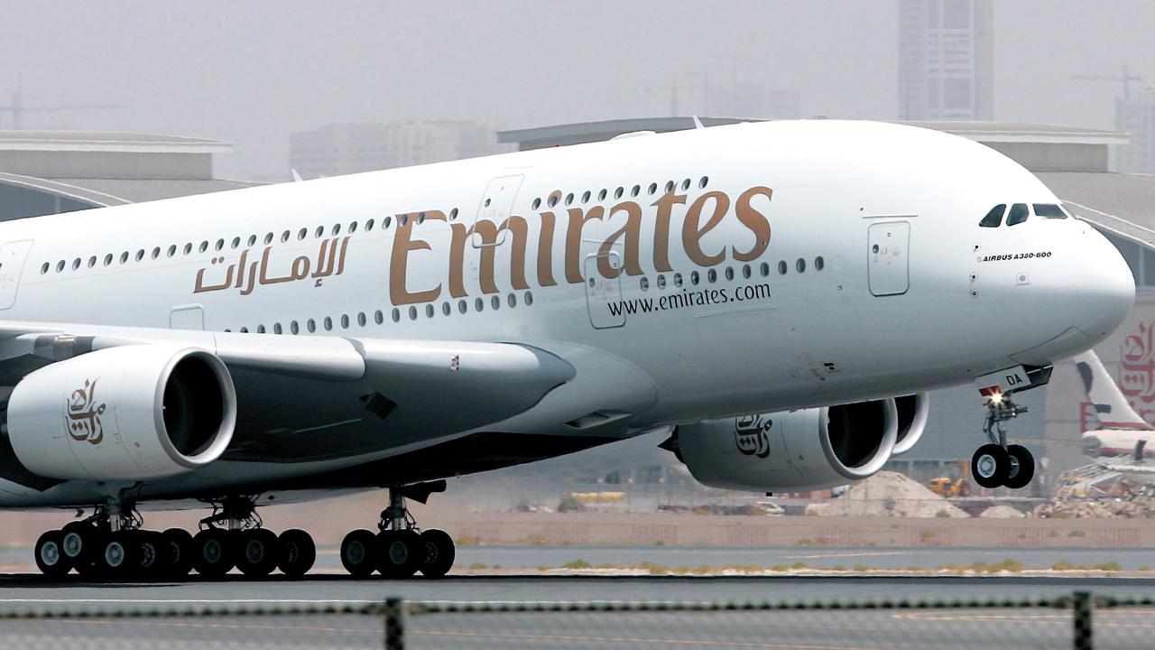"""""""طيران الإمارات"""": حاملو هذه الجوازات سيحصلون على تأشيرة في مطار دبي"""
