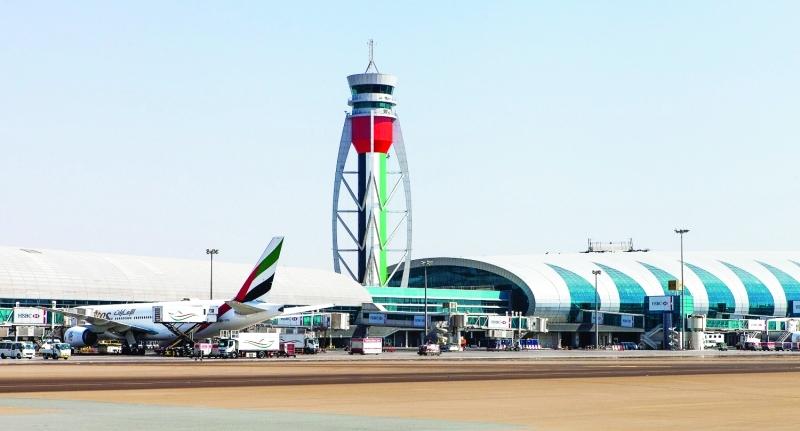 مطارات دبي تنفي تعليق الرحلات من وإلى الإمارات
