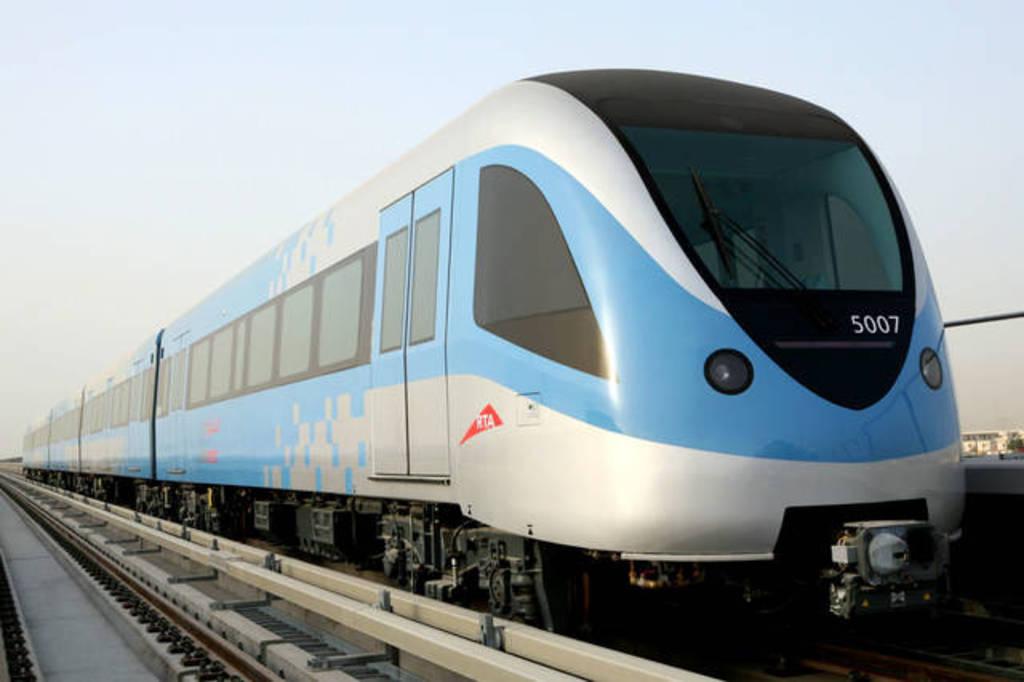 مترو دبي يعود للعمل بشكل جزئي