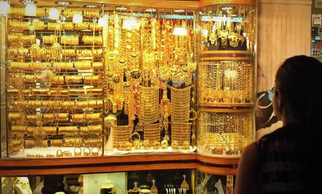 سوق الذهب في دبي يستعيد بعض بريقه