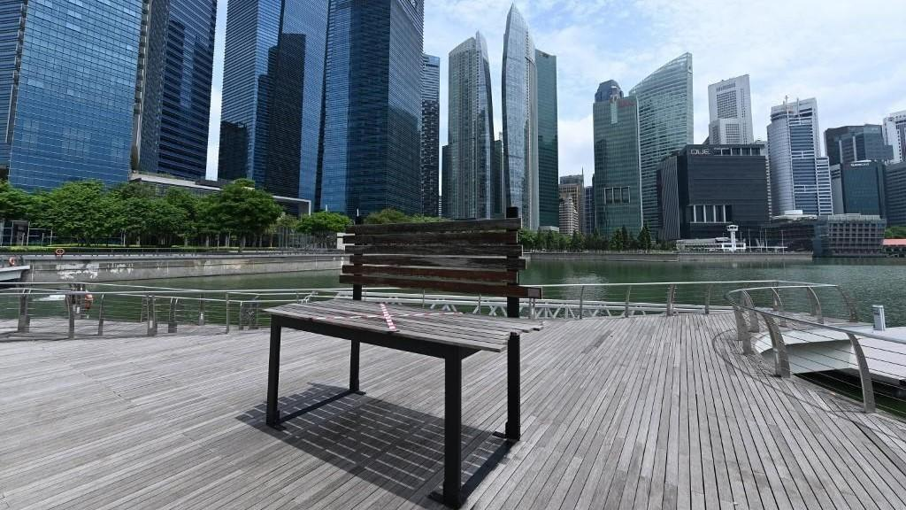 سنغافورة تبدأ اجراءات رفع الحظر عن اقتصادها