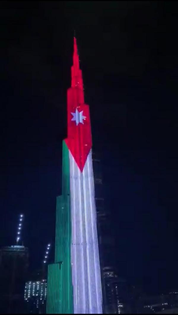 بالفيديو …اضاءة برج خليفة في دبي بألوان العلم الأردني