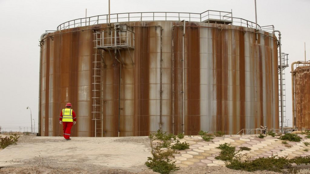 النفط يرتفع بفعل تراجع المخزونات الأميركية