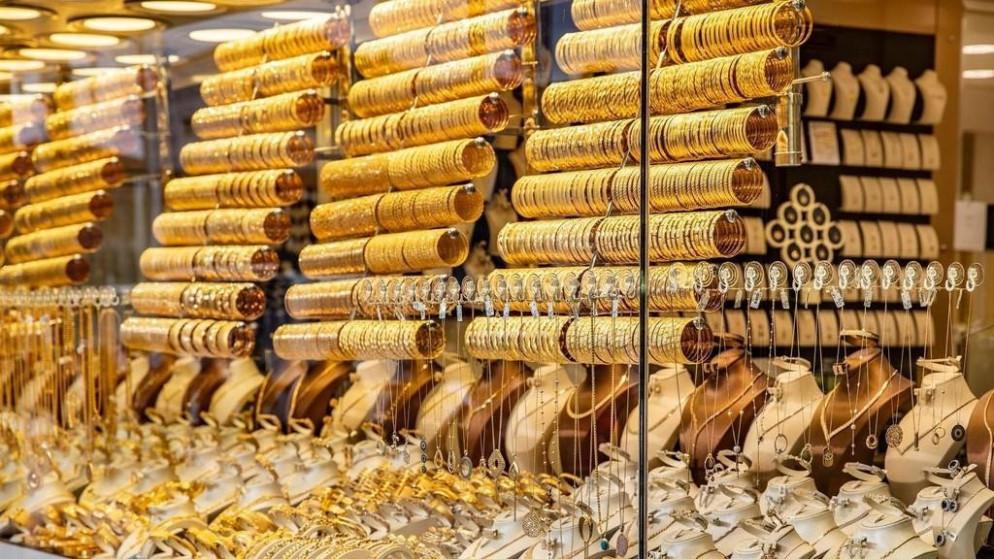 الذهب يتراجع بعد احتمال تبني أسعار فائدة سلبية
