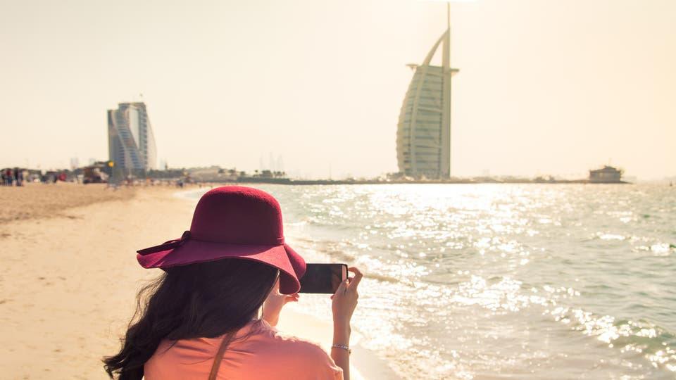 """""""سياحة دبي"""" تسمح بممارسة أنشطة محدودة ودخول الشواطئ لنزلاء الفنادق"""