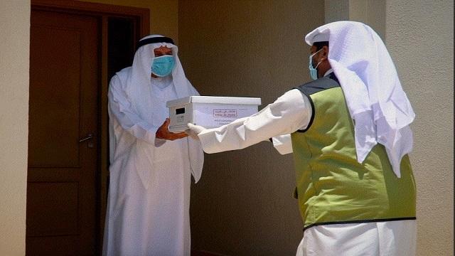 إيصال العيدية إلى منازل 7 آلاف من كبار المواطنين في دبي