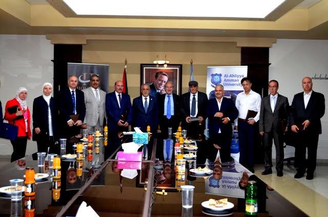 تكريم مجموعة من أساتذة جامعة عمان الأهلية
