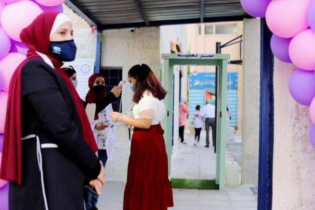 أهالي الطلبة يشيدون بجهود مدارس الجامعة في حسن تنظيم استقبال ومغادرة أبنائهم