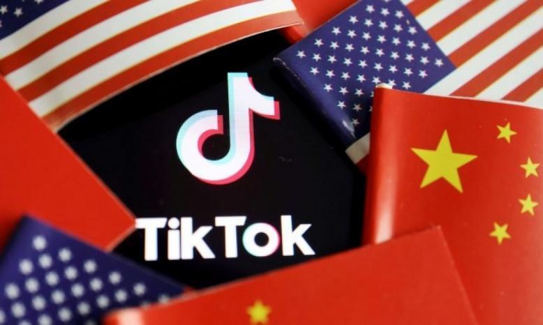 """أمريكا توقف تحميل تطبيقي """"تيك توك"""" و""""وي شات"""" من الأحد المقبل"""
