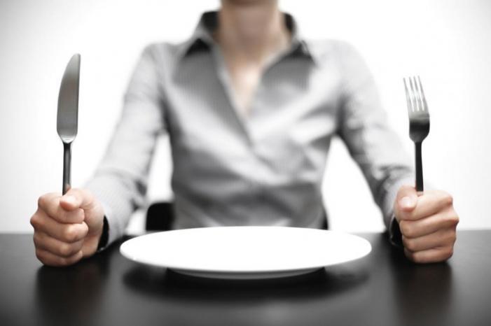 كم يمكننا أن نبقى على قيد الحياة دون طعام؟