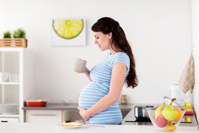 أطعمة یجب على المرأة الحامل الابتعاد عنها لحمایة طفلها