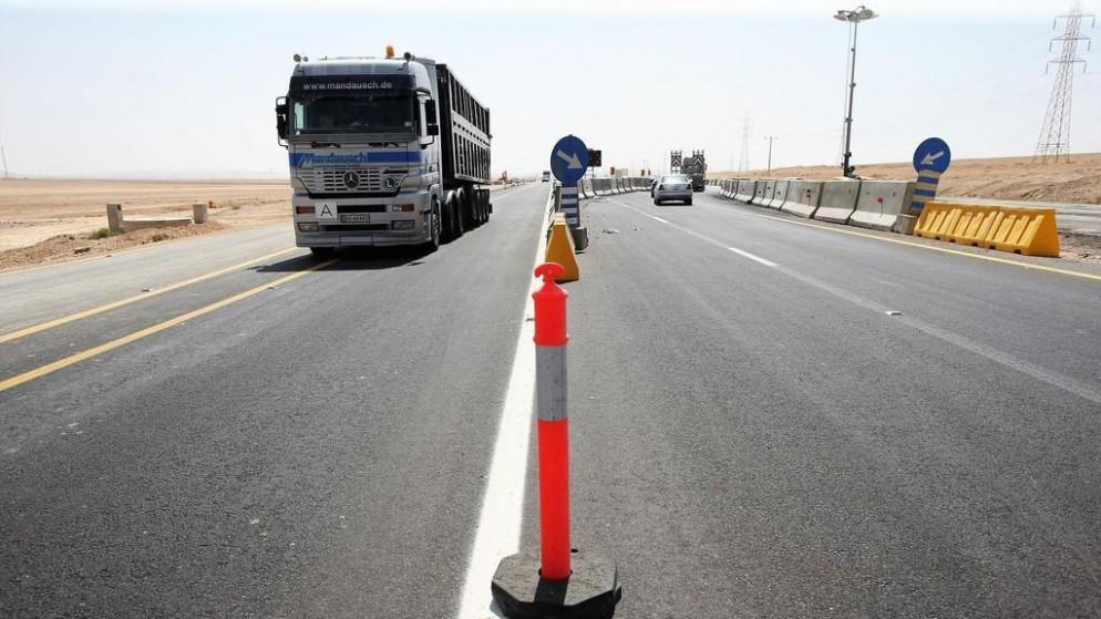 انتهاء الأعمال الأساسية في الطريق الصحراوي وكاميرات لمراقبة السرعات عليه