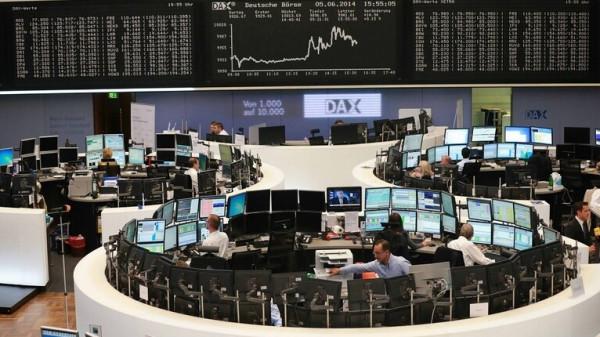 أسهم أوروبا تغلق على ارتفاع مع انحسار موجة بيع سببها ترامب