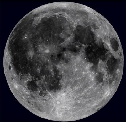 """""""ناسا"""": العثور على مصدر مياه على القمر"""