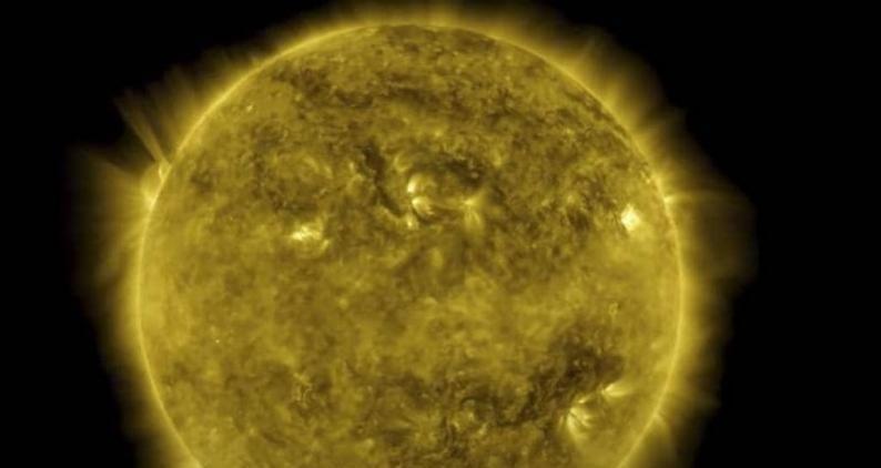 واخيرا … العلماء يقتربون من تفسير سطوع الشمس