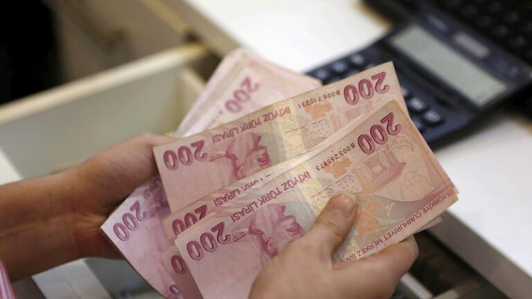 الليرة التركية تتراجع قبل يوم من قرار مهم بشأن الفائدة