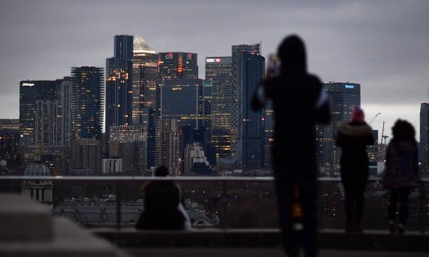 رغم وجود أمل يلوح في الأفق … الديون المرتفعة تخيم على مستقبل بريطانيا