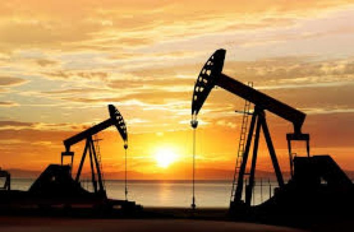 وسط مخاوف كورونا … النفط يهبط والدولار يرتفع