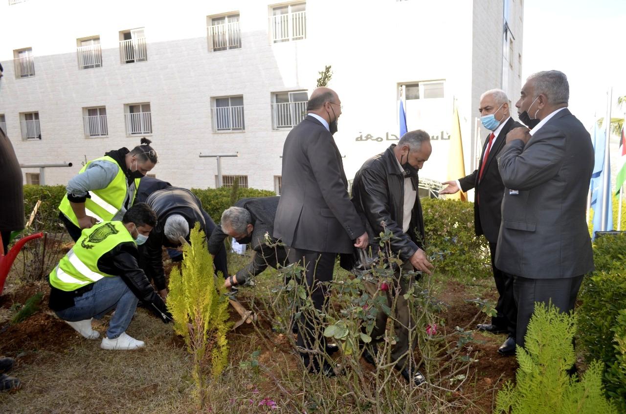 ضمن احتفالاتها بمئوية تأسيس الدولة الأردنية وبيوم الشجرة… عمان الاهلية تنظم حملة لزراعة الأشجار برعاية وزير الزراعة