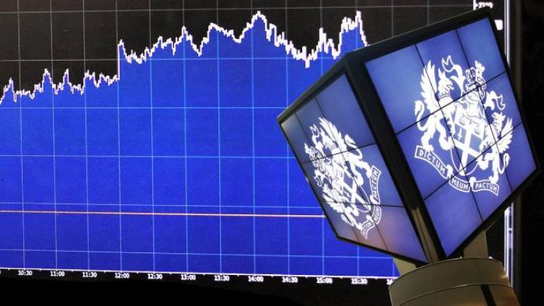 الأسهم البريطانية تصعد إلى أعلى مستوى لها منذ فبراير 2020