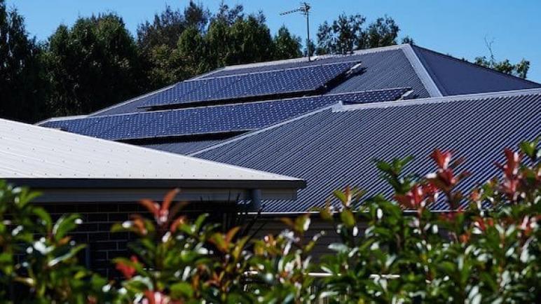 ازدهار الطاقة الشمسية يدفع مصادر الطاقة المتجددة إلى 28 pct من مزيج الطاقة