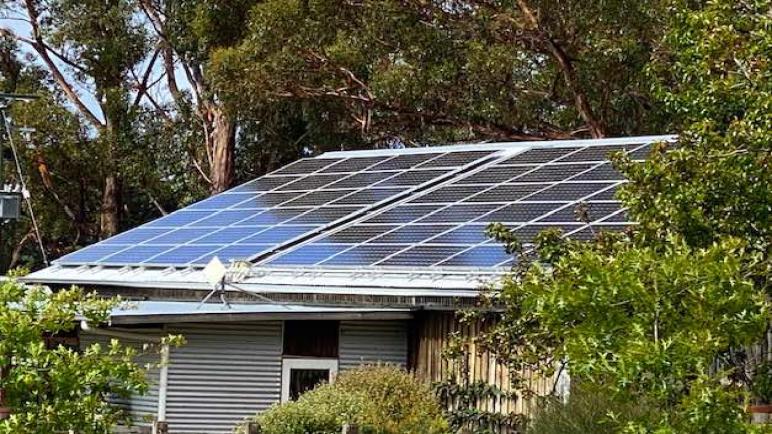 """""""ضريبة الطاقة الشمسية""""، لماذا يجب أن تتحمل الأسر تكلفة توليد الطاقة؟"""