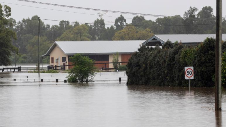 القائمة الكاملة لإغلاق الطرق في جنوب شرق كوينزلاند بسبب الأمطار والفيضانات