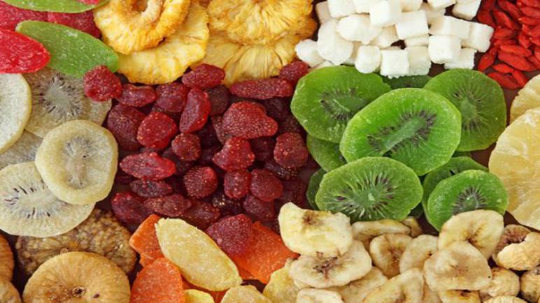 الفاكهة المجففة و الفاكهة الطازجة