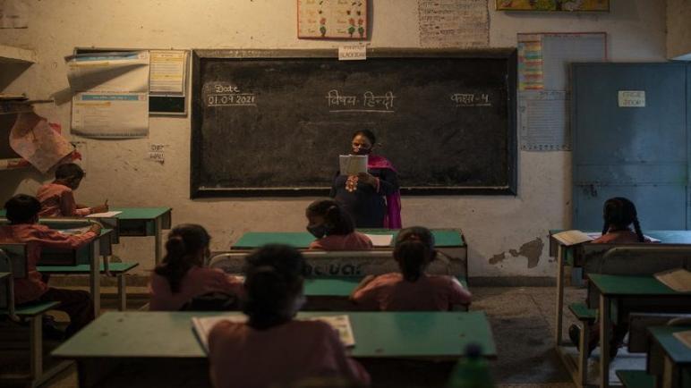 المدارس الهندية تعيد فتح أبوابها بحذر