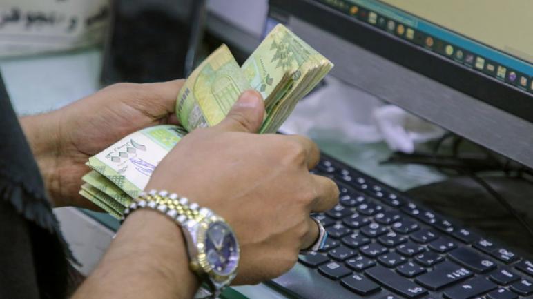 العملة اليمنية تسترد 10٪ من قيمتها مع إغلاق البنك المركزي لعمليات التبادل المارقة