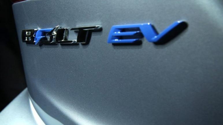 شركة جنرال موتورز تمد عملية الاستدعاء لتغطية جميع مسامير تشيفي بسبب مخاطر الحريق