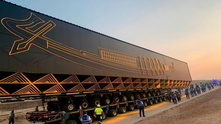 مركب خوفو يقود مركبة ذكية إلى المتحف المصري الكبير
