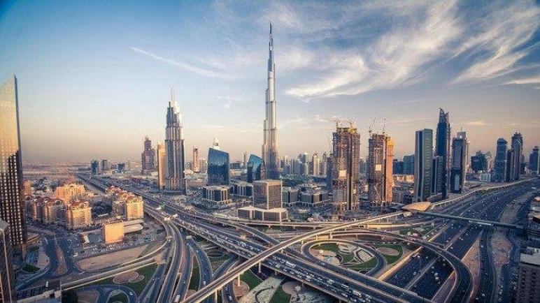 شركات دبي توظف مرة أخرى بعد البطالة جراء فايروس كورونا