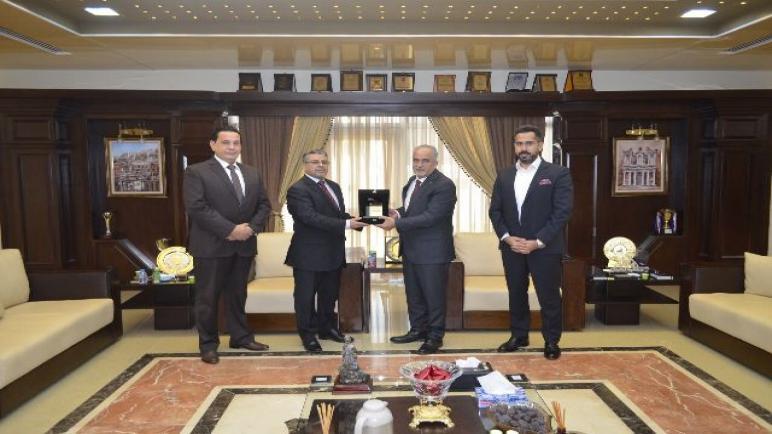 رئيس عمان الأهلية يستقبل وفداً من السفارة الليبية