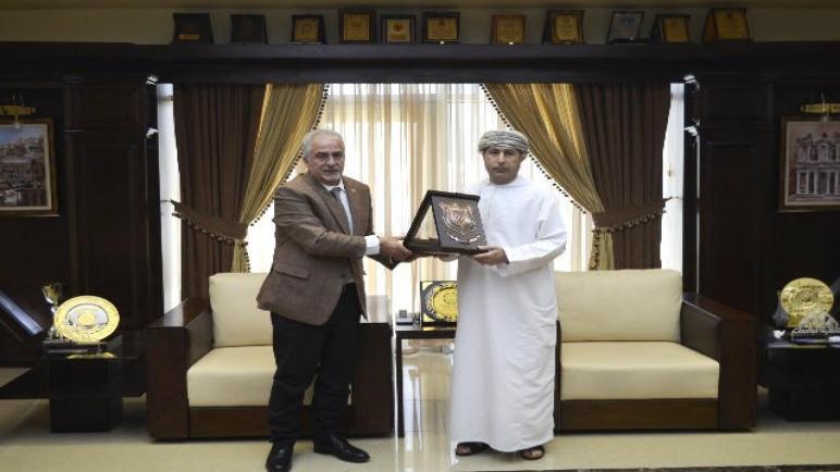 رئيس عمان الأهلية يكرم الملحق الثقافي العُماني السابق بمناسبة انتهاء فترة عمله ويهنىء الملحق الثقافي الجديد