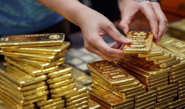 الذهب يثبت فوق علامة 1800 دولار بسبب مخاوف التضخم