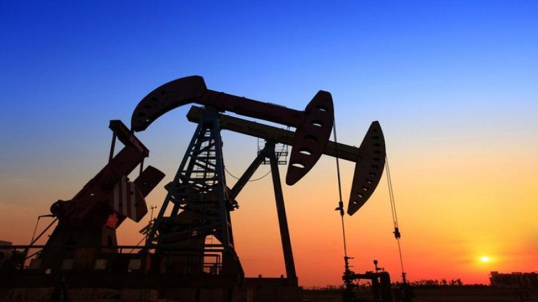 النفط يرتفع لكنه مهيأ للانخفاض الأسبوعي بنسبة 5 في المائة مع انتشار متغير دلتا